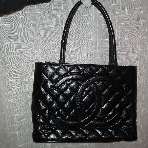 7a8c8b844b3354 CHANEL Handbags - Authentic Chanel medallion tote bag